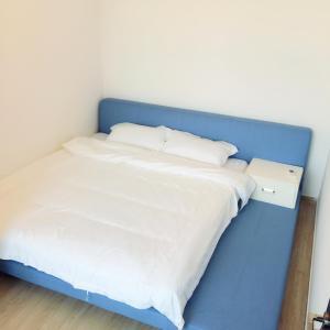 Hotel Pictures: Yangjiang Minjie Gold Beach Apartment, Yangjiang