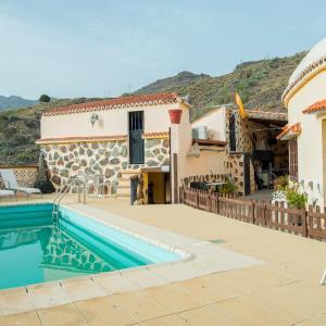 Hotel Pictures: Casa en La Sorrueda, La Sorrueda