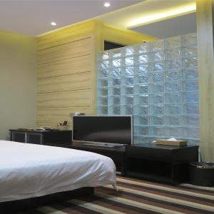 Hotel Pictures: Lanzhou Almond Apartment West Railway Station, Lanzhou