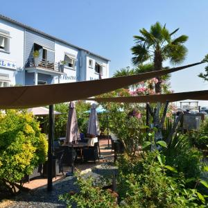 Hotel Pictures: Hotel La Roseraie, Fouras