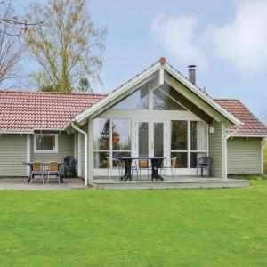 Hotel Pictures: Four-Bedroom Holiday Home in Dronningmolle, Dronningmølle