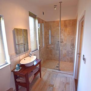 Hotel Pictures: The Gallery Lodges, Braunton