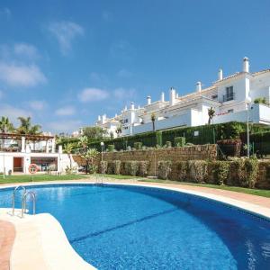 Hotel Pictures: Two-Bedroom Apartment in Casares, Estepona, Bahia de Casares