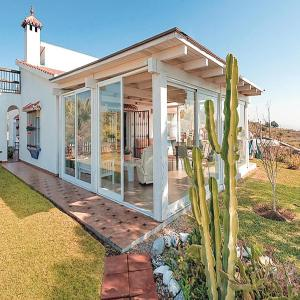 Hotel Pictures: Four-Bedroom Holiday Home in Almayate, Almayate Alto