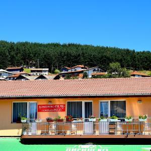 Hotel Pictures: Complex Pele, Zmeitsa