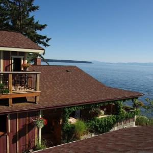 Hotel Pictures: Blitz Beach House Seaside Sanctuary, Powell River
