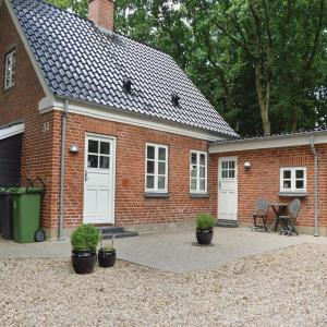 Hotel Pictures: Holiday home Hodde with Fireplace, Tistrup
