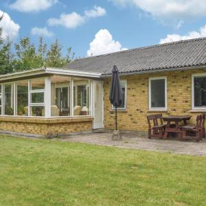 Hotel Pictures: Three-Bedroom Holiday Home in Tarm, Tarm