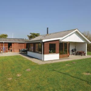 Hotel Pictures: Three-Bedroom Holiday Home in Vinderup, Vinderup