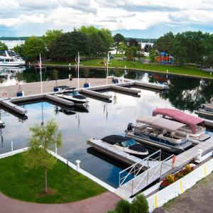 Hotel Pictures: Tall Ships Landing Coastal Resort, Brockville