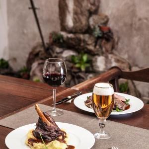 Hotel Pictures: Excalibur Penzion a Restaurace, Moravská Třebová
