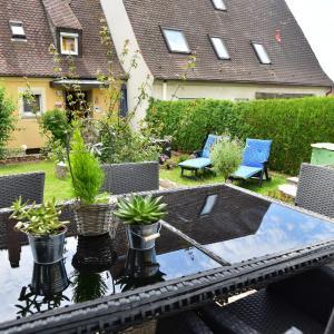 Hotel Pictures: Ferienwohnung Hannweber, Dettelbach