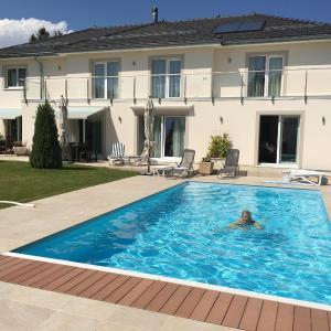 Hotel Pictures: Villa near Geneva, Founex