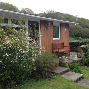 Hotel Pictures: Whiteshell Chalets, The Mumbles