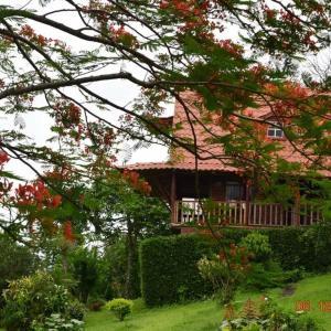 Hotel Pictures: La Cabaña del lago, Tronadora