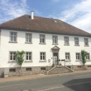 Hotelbilleder: Ferienwohnungen im SCHUL & RATHHAUS Obervolkach, Volkach