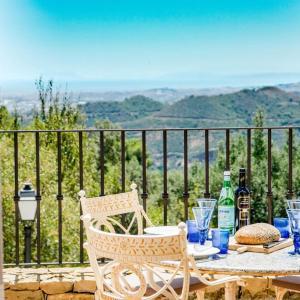 Hotel Pictures: SBCC-2 bedroom villa with breathtaking viewS, Marbella