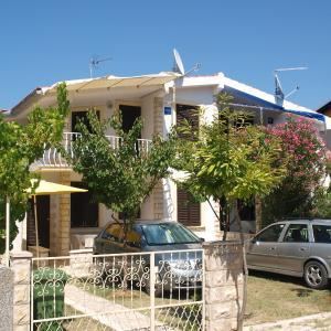 Hotel Pictures: Apartments Solomon, Privlaka