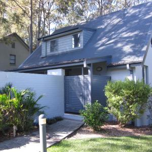 Foto Hotel: Eucalypt Deluxe Family Resort Cottage, Cams Wharf