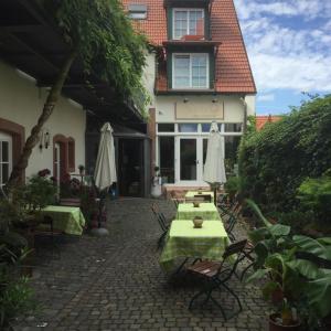 Hotel Pictures: Alter Winzerhof Weisenheim am Berg e.K., Weisenheim am Berg