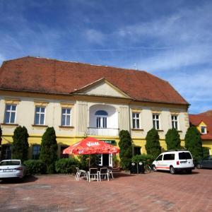 Hotel Pictures: Hotel Club, Vranovská Ves
