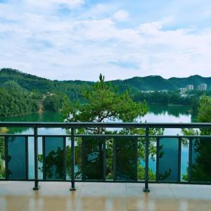 Hotel Pictures: Jade Lakeview Villa, Thousand Island Lake