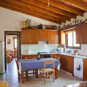 Hotel Pictures: Olive land, Episkopi Pafou