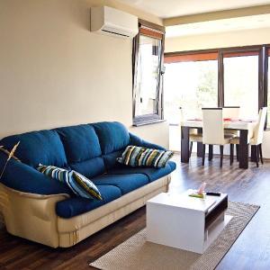 Hotel Pictures: Апартамент, Yambol