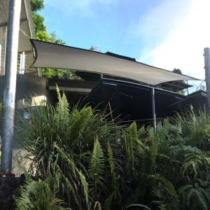 Hotel Pictures: Earthship Daintree, Cow Bay