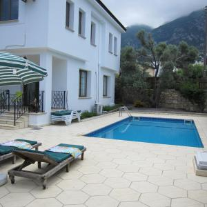 Hotel Pictures: Mulberry Villa, Lapithos