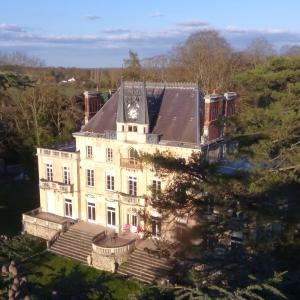 Hotel Pictures: Chateau de la Rocherie Nevers Nord / Varennes-Vauzelles, Varennes Vauzelles