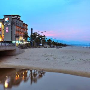 Fotografie hotelů: Alps Beach Condo, Yangyang