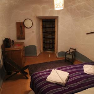 Hotel Pictures: Spanish Cortijo & Cave House, Benamaurel