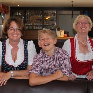 Hotel Pictures: Gästehaus Zehmerhof, Walpertskirchen