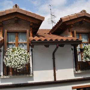 Hotel Pictures: Apartamentos La Buhardilla, Ezcaray
