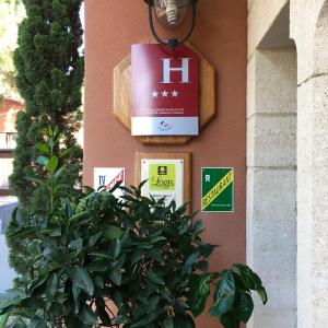 Hotel Pictures: Hotel du Mas, Vinassan