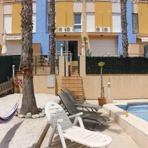 Hotel Pictures: Three-Bedroom Holiday Home in Dehesa de Campoamor, Playas de Orihuela