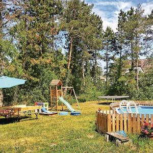 Zdjęcia hotelu: Three-Bedroom Holiday Home in Deutsch Wagram, Deutsch-Wagram