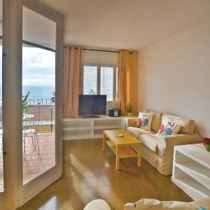 Hotel Pictures: Four-Bedroom Apartment Canet de Mar with Sea View 02, Canet de Mar
