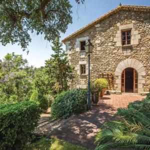 Hotel Pictures: Six-Bedroom Holiday Home in Sant Iscle de Vallalta, Sant Iscle de Vallalta