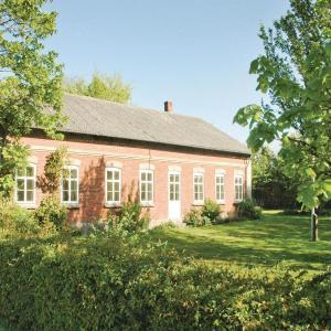 Hotel Pictures: Seven-Bedroom Holiday Home in Bredebro, Bredebro