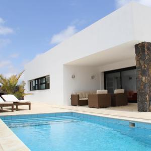 Hotel Pictures: Villa Lujosa - Luxury Villa With Private Pool, La Oliva