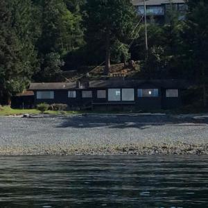 Hotel Pictures: Blueback Drive cottage, Nanoose Bay