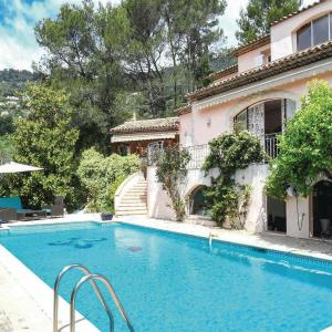 Hotel Pictures: Six-Bedroom Holiday Home in Le Tignet, Le Tignet