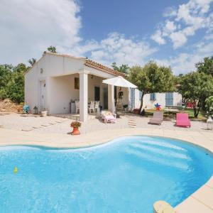 Hotel Pictures: Three-Bedroom Holiday Home in Tourves, Tourves