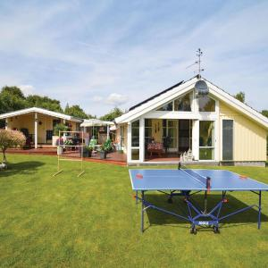 Hotel Pictures: Four-Bedroom Holiday Home in Stege, Stege