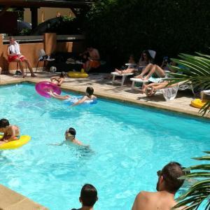 Hotel Pictures: La Tablée Médiévale, Civrieux-d'Azergues