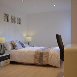 Hotel Pictures: Metro Apartments, Woking