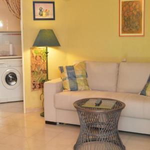 Hotel Pictures: Apartment Le balcon des golfs, Saint-Raphaël