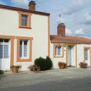 Hotel Pictures: House Chauve - 5 pers, 67 m2, 3/2, Chauvé